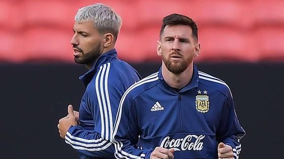 Nếu Aguero ký hợp đồng vào thứ Hai, có nghĩa là Messi chắc chắn ở lại Barcelona