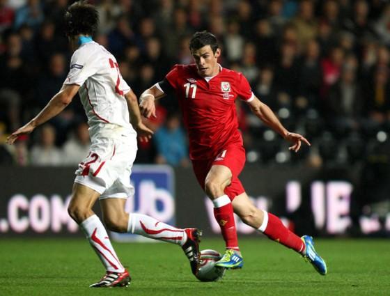 Gareth Bale tung lưới Thụy Sĩ pở vòng loại Euro 2012
