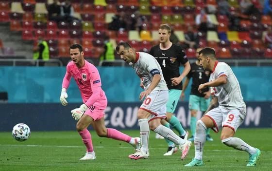 Áo – Bắc Macedonia 3-1: Alaba và Arnautovic tỏa sáng giúp Áo thắng trận đầu tiên ở Euro ảnh 4
