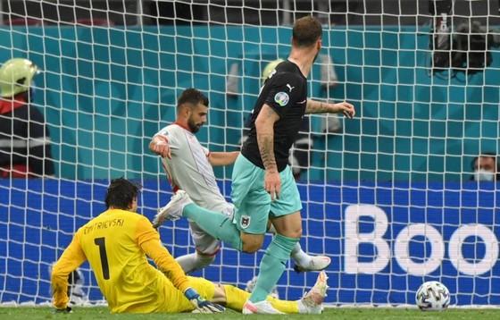 Áo – Bắc Macedonia 3-1: Alaba và Arnautovic tỏa sáng giúp Áo thắng trận đầu tiên ở Euro ảnh 6