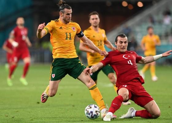 Thổ Nhĩ Kỳ - Xứ Wales 0-2: Gareth Bale và Aaron Ramsey phô bày đẳng cấp ảnh 1