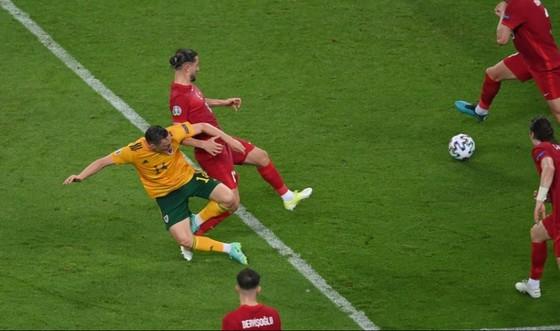Thổ Nhĩ Kỳ - Xứ Wales 0-2: Gareth Bale và Aaron Ramsey phô bày đẳng cấp ảnh 6