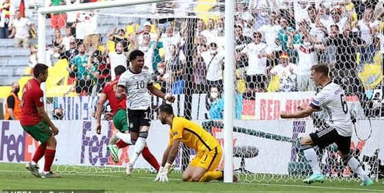 Bồ Đào Nha – Đức 2-4: Ronaldo ghi bàn nhưng Xe tăng Đức đè bẹp Bồ Đào Nha ảnh 4