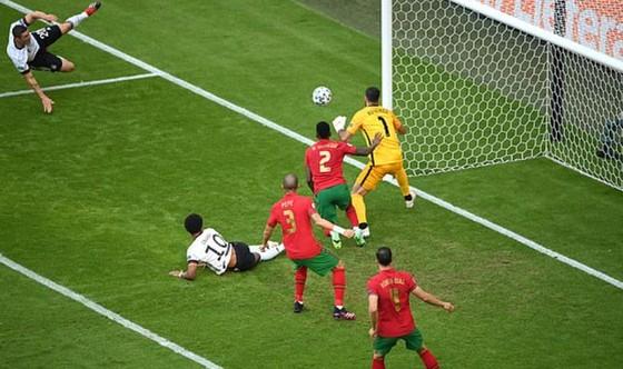 Bồ Đào Nha – Đức 2-4: Ronaldo ghi bàn nhưng Xe tăng Đức đè bẹp Bồ Đào Nha ảnh 1