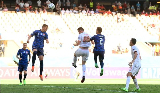 Slovakia - Tây Ban Nha 0-5: Chiến thắng kiểu bật nắp champagne của Luis Enrique ảnh 3