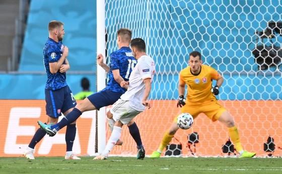 Slovakia - Tây Ban Nha 0-5: Chiến thắng kiểu bật nắp champagne của Luis Enrique ảnh 4