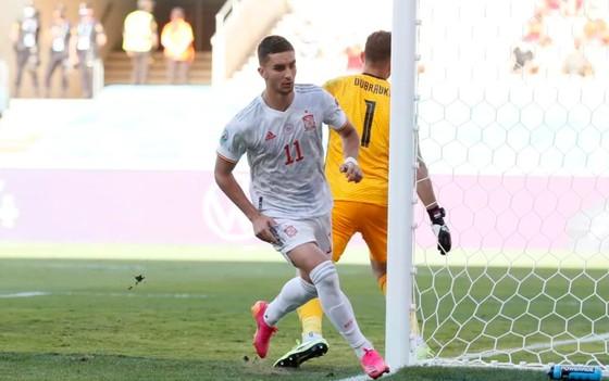Slovakia - Tây Ban Nha 0-5: Chiến thắng kiểu bật nắp champagne của Luis Enrique ảnh 5