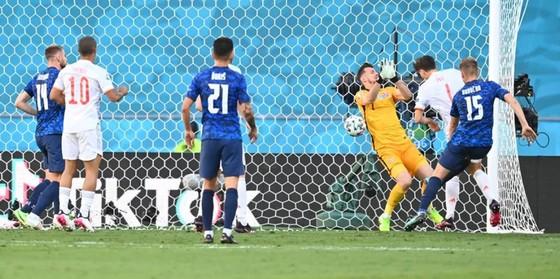 Slovakia - Tây Ban Nha 0-5: Chiến thắng kiểu bật nắp champagne của Luis Enrique ảnh 6