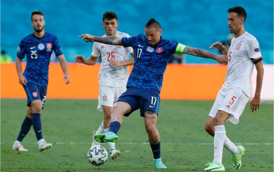 Slovakia - Tây Ban Nha 0-5: Chiến thắng kiểu bật nắp champagne của Luis Enrique