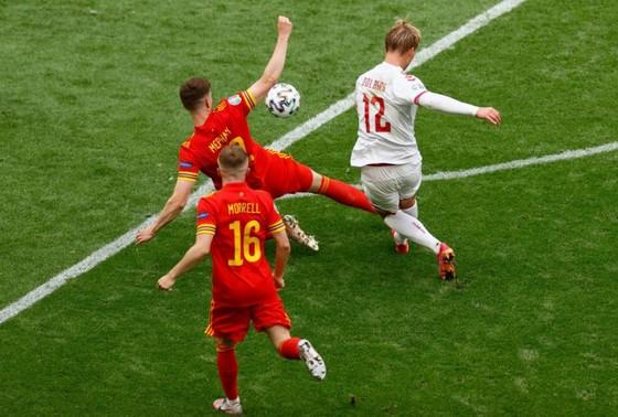 Xứ Wales – Đan Mạch 0-4, Kasper Dolberg viết tiếp giấc mơ cùa Lính chì ảnh 3