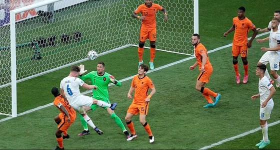 Hà Lan – CH Séc 0-2: Tomas Holes và Patrik Schick ghi bàn khi de Ligt trượt chân ảnh 5