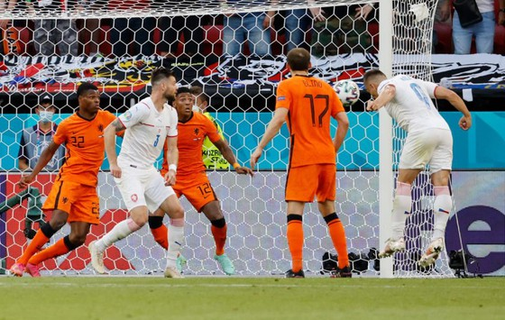 Hà Lan – CH Séc 0-2: Tomas Holes và Patrik Schick ghi bàn khi de Ligt trượt chân ảnh 6