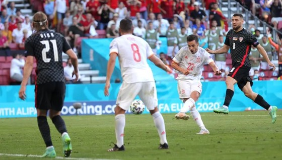Croatia – Tây Ban Nha 3-5 (hiệp phụ): Unai Simon tặng quà, Sarabia, Torres, Morata tạo kỷ lục ghi bàn Euro ảnh 3