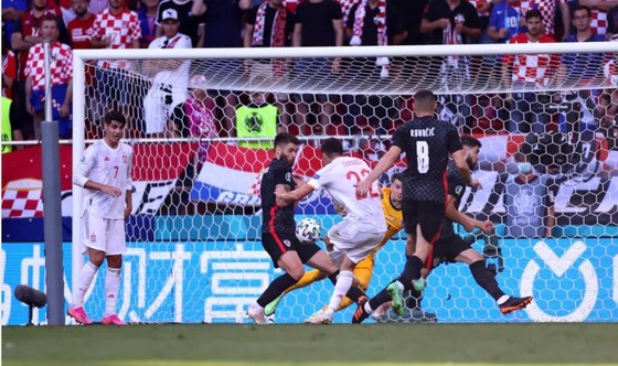 Croatia – Tây Ban Nha 3-5 (hiệp phụ): Unai Simon tặng quà, Sarabia, Torres, Morata tạo kỷ lục ghi bàn Euro ảnh 2