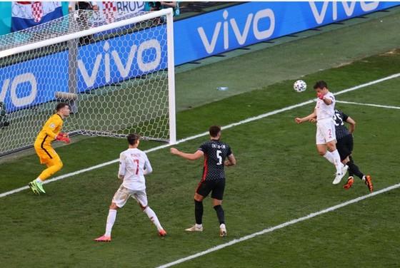 Croatia – Tây Ban Nha 3-5 (hiệp phụ): Unai Simon tặng quà, Sarabia, Torres, Morata tạo kỷ lục ghi bàn Euro ảnh 4
