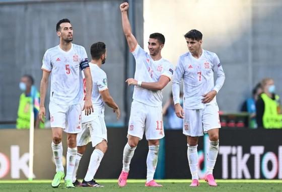 Croatia – Tây Ban Nha 3-5 (hiệp phụ): Unai Simon tặng quà, Sarabia, Torres, Morata tạo kỷ lục ghi bàn Euro ảnh 5