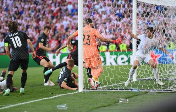 Croatia – Tây Ban Nha 3-5 (hiệp phụ): Unai Simon tặng quà, Sarabia, Torres, Morata tạo kỷ lục ghi bàn Euro ảnh 6