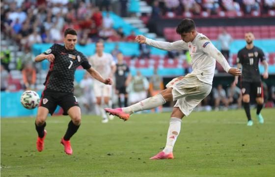 Croatia – Tây Ban Nha 3-5 (hiệp phụ): Unai Simon tặng quà, Sarabia, Torres, Morata tạo kỷ lục ghi bàn Euro ảnh 8