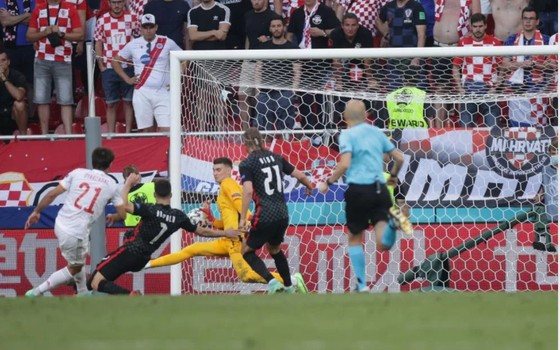 Croatia – Tây Ban Nha 3-5 (hiệp phụ): Unai Simon tặng quà, Sarabia, Torres, Morata tạo kỷ lục ghi bàn Euro ảnh 9