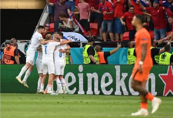 Hà Lan – CH Séc 0-2: Tomas Holes và Patrik Schick ghi bàn khi de Ligt trượt chân ảnh 8