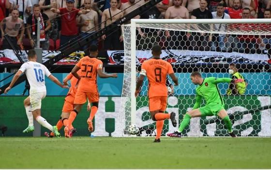 Hà Lan – CH Séc 0-2: Tomas Holes và Patrik Schick ghi bàn khi de Ligt trượt chân ảnh 7