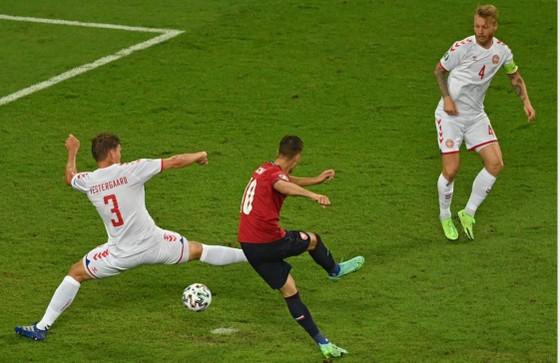 CH Séc – Đan Mạch 1-2: Lính chì hiên ngang vào bán kết, Schick bắt kịp Ronaldo ảnh 3
