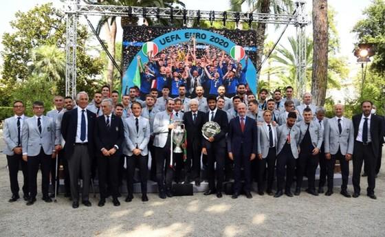 Italia chào đón những người hùng Euro trở lại Rome ảnh 3