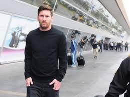 Leo Messi phải hoãn chuyến bay trở lại Barcelona