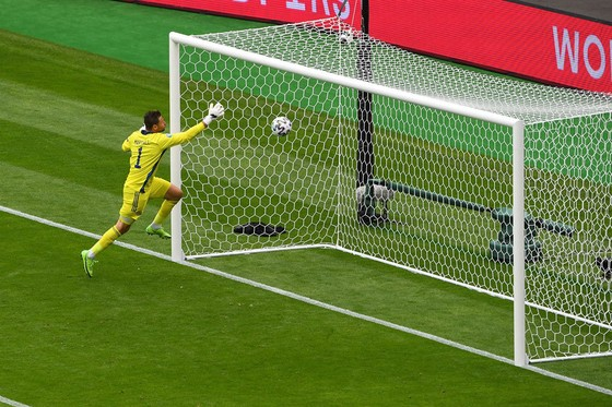 Cú sút xa của Patrik Schick vào lưới Scotland là bàn thắng đẹp nhất Euro 2020 ảnh 2