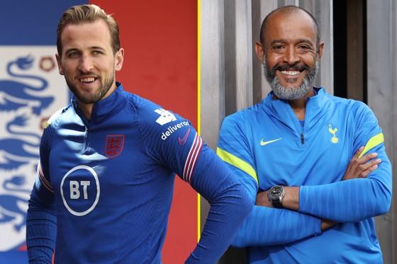 Harry Kane và HLV Tottenham Nuno Santo