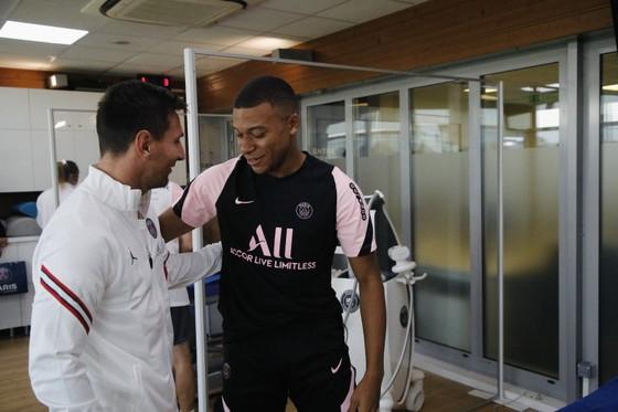 Mbappe cuối cùng cũng chào đón Messi, nhưng sẽ thông báo chuyện đi ở vào thứ Hai ảnh 1