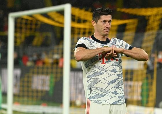 Lewandowski ghi cú đúp giúp Bayern đánh bại Dortmund để giành Siêu cúp ảnh 1