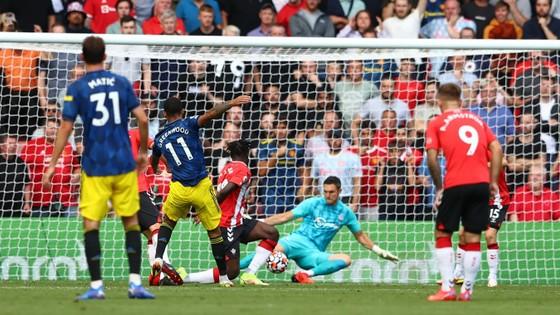 Southampton – Man.United 1-1: Che Adams mở điểm nhưng Greenwood giúp Quỷ đỏ ghi kỷ lục sân khách ảnh 2