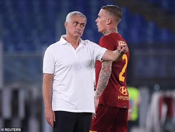 Abraham tỏa sáng trận ra mắt khi AS Roma của Mourinho thắng trận mở mản ảnh 2