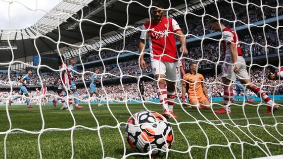 Arsenal thua tan nát trên sân Etihad