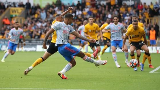Wolves - Man United 0-1: Mason Greenwood giúp Quỷ đỏ lập kỷ lục bất bại trên sân khách ảnh 5