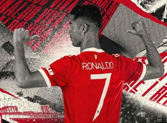 Áo đấu CR7 phá kỷ lục doanh thu với 32 triệu bảng trong 12 giờ, Ronaldo 'nghỉ hè' trong biệt thự ở Manchester