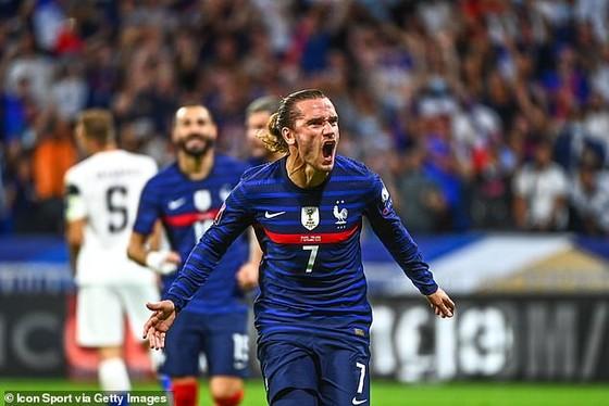 Antoine Griezmann ăn mừng bàn thắng trước Phần Lan