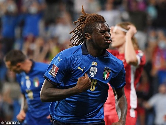 Moise Keane phấn khích với cú đúp vào lưới Litva