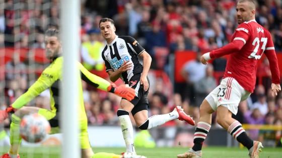 Ronaldo ghi cú đúp trong ngày trở lại giúp Man.United đè bẹp Newcastle 4-1 ảnh 3