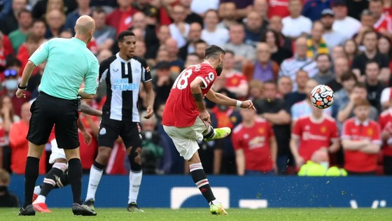 Ronaldo ghi cú đúp trong ngày trở lại giúp Man.United đè bẹp Newcastle 4-1 ảnh 5