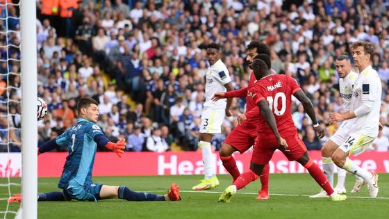 Salah ghi bàn thứ 100 Premier League khi Liverpool đè bẹp Leeds United ảnh 1