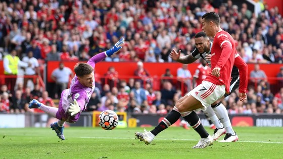 Bàn thắng kỳ diệu của Ronaldo ở Old Trafford