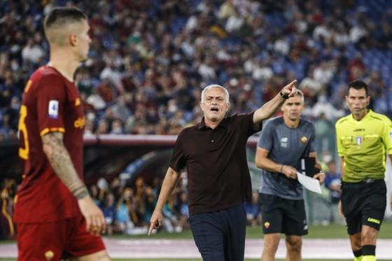 Vì sao Jose Mourinho ăn mừng như đứa trẻ con ảnh 1