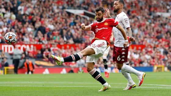 Man United – Aston Villa 0-1: Bruno Fernandes sút hỏng phạt đền khiến Quỷ đỏ thua sốc ảnh 1