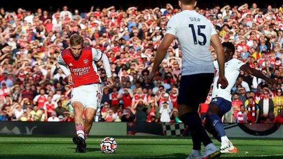 Emile Smith Rowe trở thành cầu thủ trẻ nhất ghi bàn cho Arsenal trong tra65nh derby bắc London với 21 tuổi 60 ngày