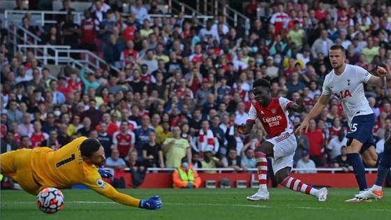 Arsenal - Tottenham 3-1: Smith Rowe, Aubameyang và Saka nổi lửa ở Emirates ảnh 3
