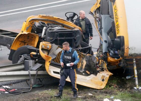 Mỹ: Xe buýt chở học sinh gặp nạn, 45 người thương vong ảnh 2