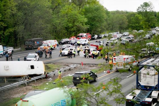 Mỹ: Xe buýt chở học sinh gặp nạn, 45 người thương vong ảnh 3