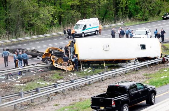 Mỹ: Xe buýt chở học sinh gặp nạn, 45 người thương vong ảnh 1